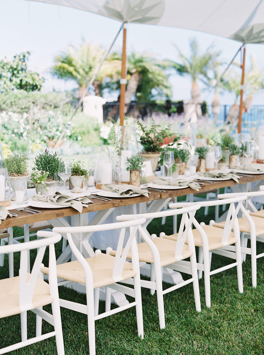 guest seating at wedding reception at coastal wedding